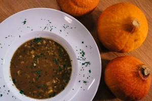 Ješprenjeva juha z bučnim oljem