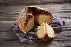 Mlečni kruh z bučnicami